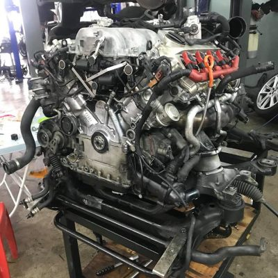 Audi Q7 Engine Oil Leaking. Replace Oil Seal And Gasket